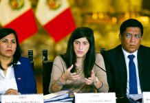 Zeballos defiende insultos a ministra María Antonieta Alva