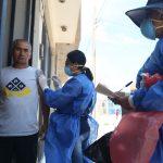 Minsa recorre casas vacunando a adultos mayores contra neumonía