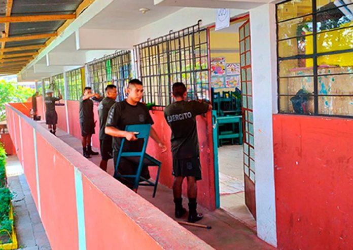 Ejército y bomberos apoyan a colegios en lugar de deflagración