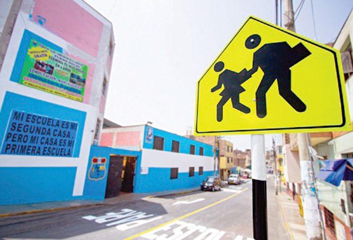 Mantenimiento vial en alrededores de colegios