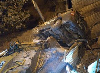 Patrullero cae de cerro y aplasta vivienda en Pamplona