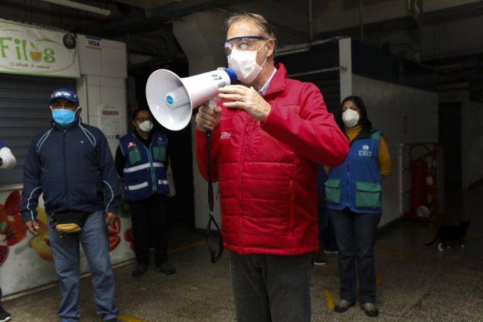 Alcalde Muñoz fiscalizó desinfección en mercado Ramón Castilla