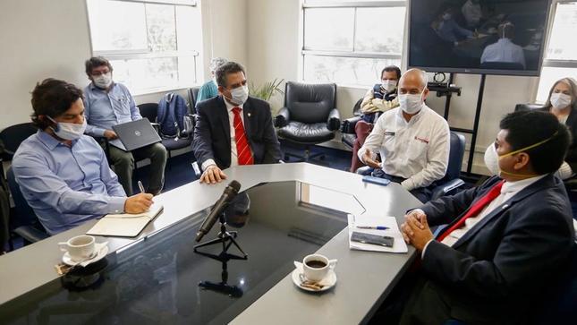 Ministro Zamora sostuvo reunión con presidente del congreso