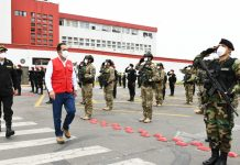 Policías que vencieron al coronavirus reciben homenaje
