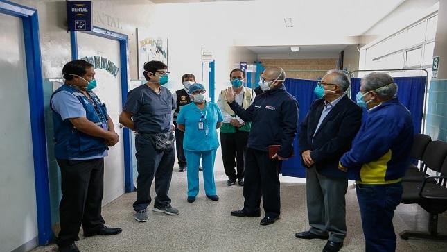 Ministro Zamora inspecciona hospital temporal en Huacho