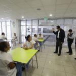 Presidente Vizcarra reconoce labor de personal médico en Hospital de Ate