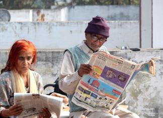leyendo periódico