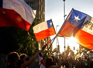 Chilenos felices tras derrota a Constitución de Pinochet