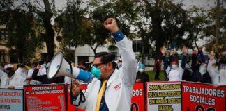 Personal de salud protestó en exteriores del Minsa