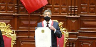 Francisco Sagasti juró como nuevo mandatario del Perú hasta el 2021