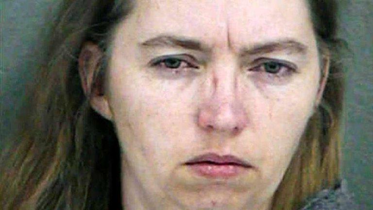Suspenden ejecución de mujer que sacó bebé del vientre de ...
