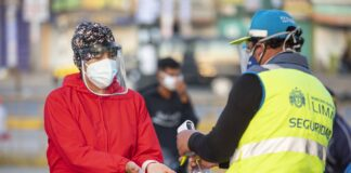 Mercado Mayorista entrega mascarillas y faciales a visitantes