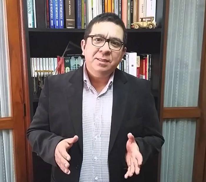 Doctor Saravia del Instituto Guestalt