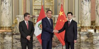 Martín Vizcarra con el embajador chino en el Perú, Liang Yu