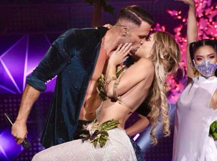 Fabio sorprendió a Paula Manzanal con beso