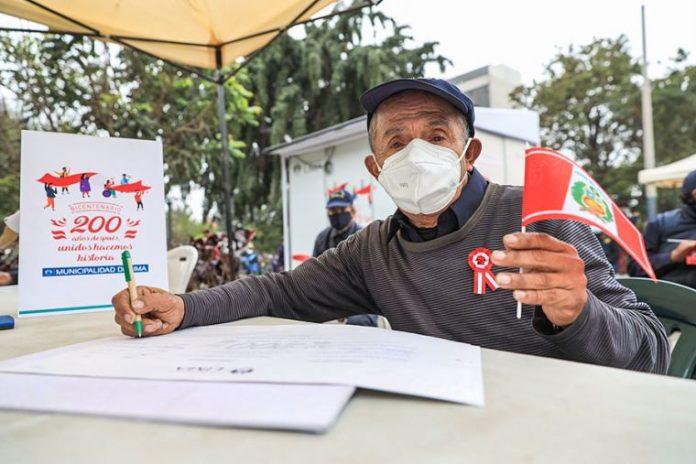 Emolienteros y lustracalzados firmaron libro del Bicentenario