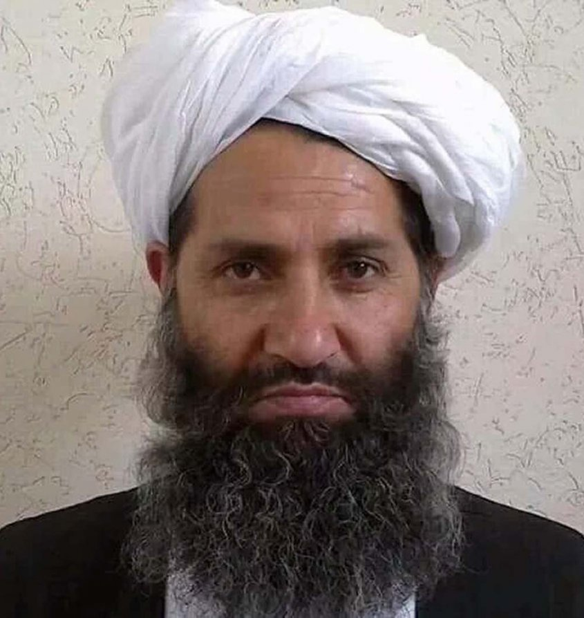 Líder supremo de los talibanes salió de su escondite para formar gobierno