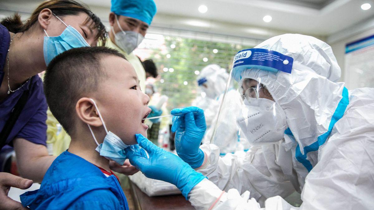 China acusa a EEUU de politizar su informe sobre el origen del covid-19