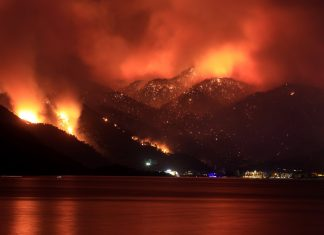 Enormes incendios causan estragos en Turquía