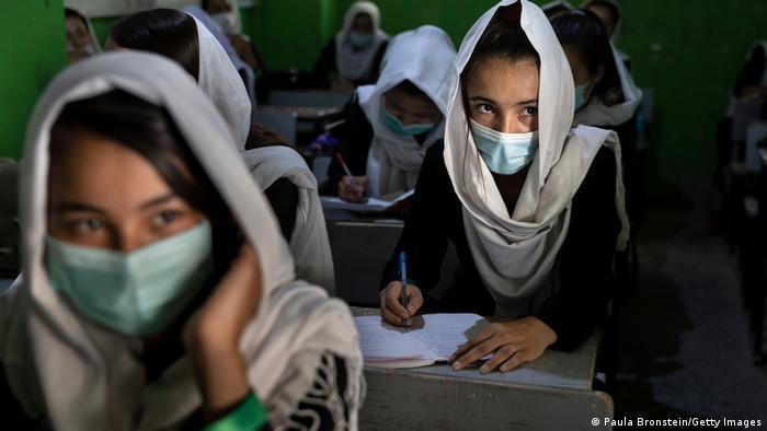 Mujeres podrán estudiar en la universidad bajo la ley islámica
