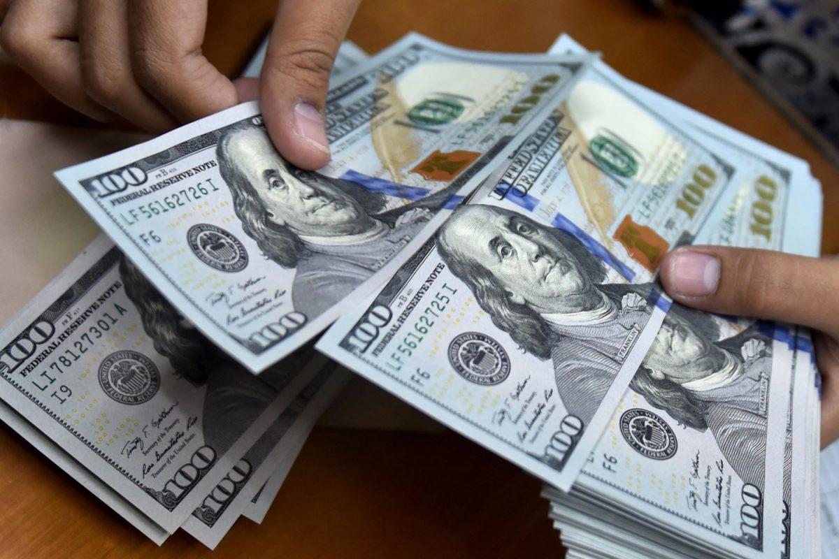 Dólar descendería por debajo de los S/ 4 a fines de año