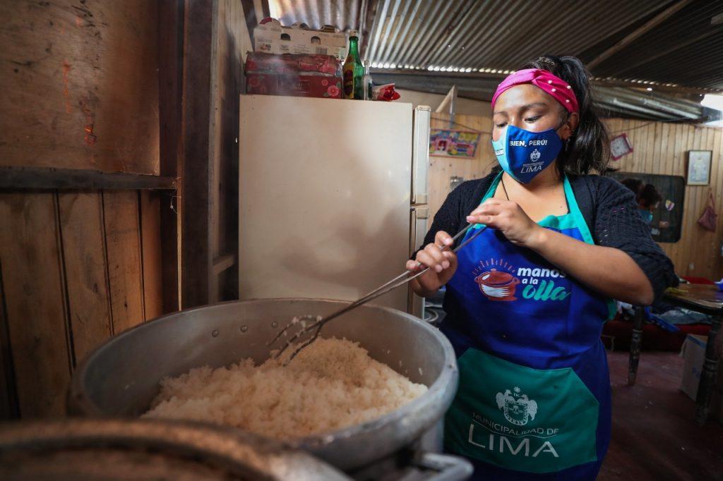 Entregan más de dos toneladas de insumos alimenticios a 13 ollas comunes