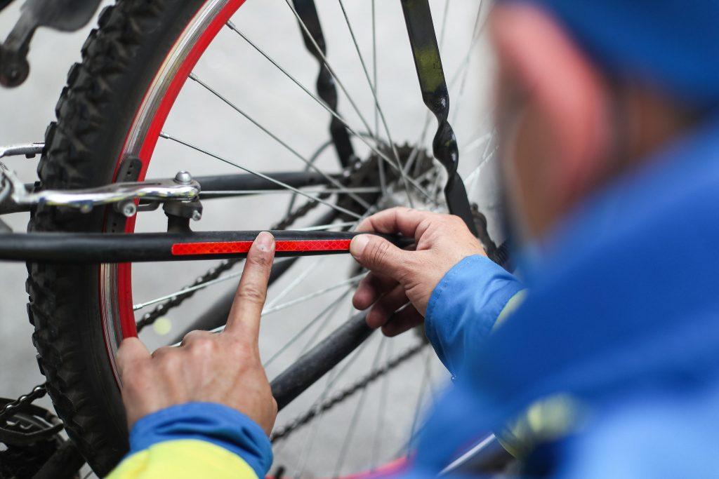Promueven uso de elementos de seguridad en ciclistas