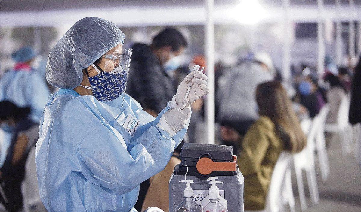 Decano del CMP señala que retraso de vacunas causó impacto negativo
