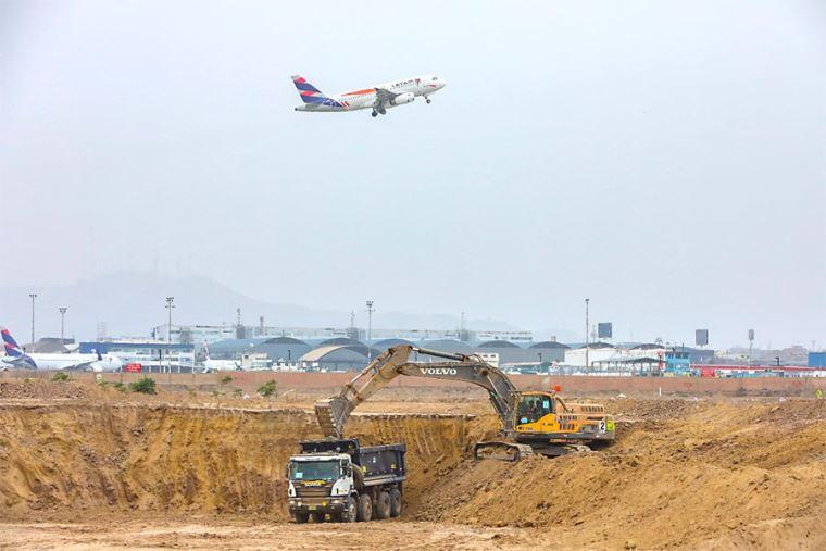 Supervisan obras de excavación del Aeropuerto Jorge Chávez