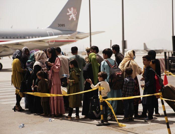 Estados Unidos continúa continúa con evacuaciones desde Afganistán tras los atentados en Kabul