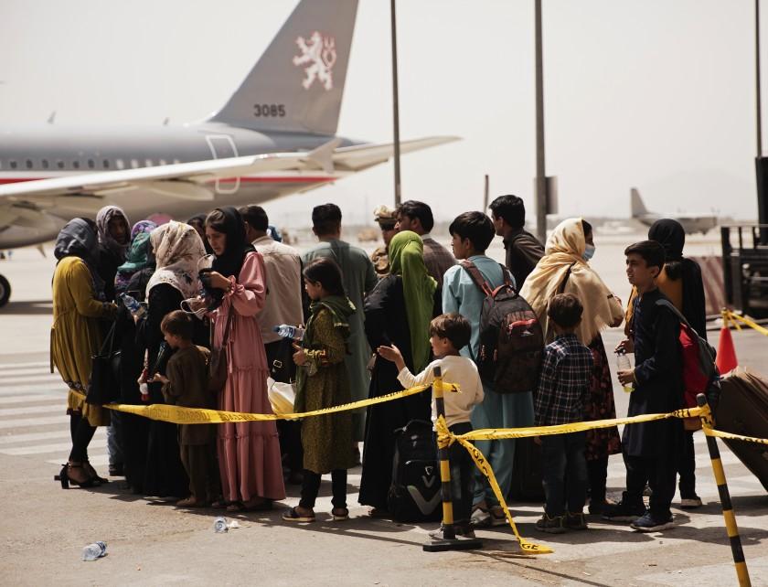 Estados Unidos continúa con evacuaciones desde Afganistán tras los atentados en Kabul