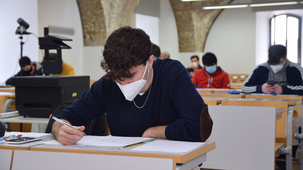 Estudiantes ecuatorianos retornan a clases presenciales
