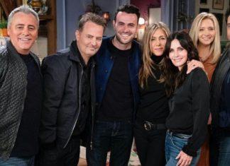 Friends, la serie más exitosa en la historia de la televisión, resuelve varios de sus misterios entorno a esta.