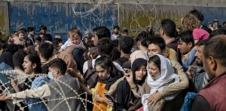 El futuro incierto de ciudadanos de EE.UU. que quedaron atrapados en Afganistán