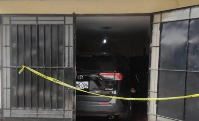 Hallan muerta en camioneta a mujer negociante de ropa