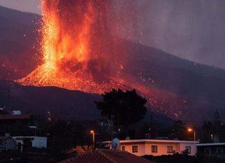Volcán de la isla de La Palma vuelve a emitir lava y cenizas