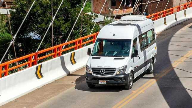 Autorizan a transportistas seguir trasladando personal de empresas
