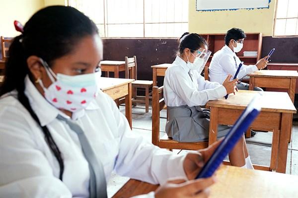 230,000 estudiantes retornaron a clases semipresenciales en el país