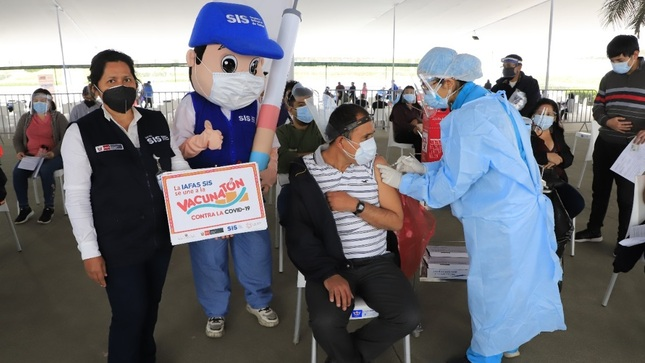 SIS transfirió S/ 6.4 millones para pago adicional a equipos de salud