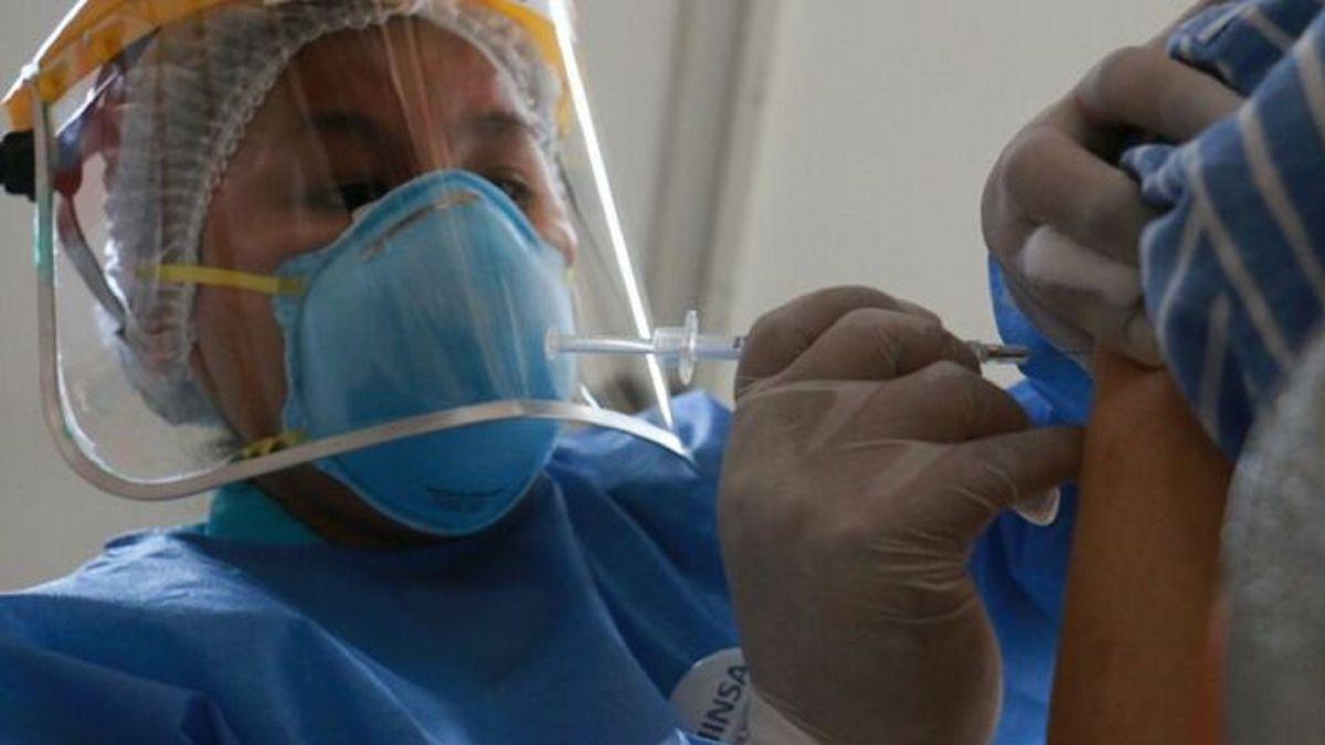 Meta es vacunar a todos los mayores de 30 años este mes