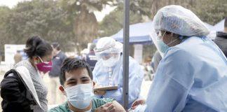 Minsa acerca vacunación contra el covid-19 a afectados por aniego