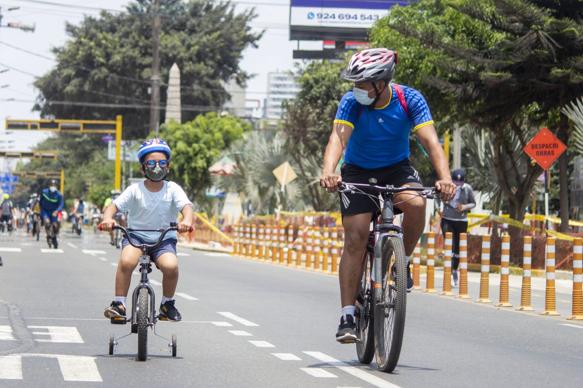 Organizan corso ciclístico en la av. Arequipa por el día de la familia peruana