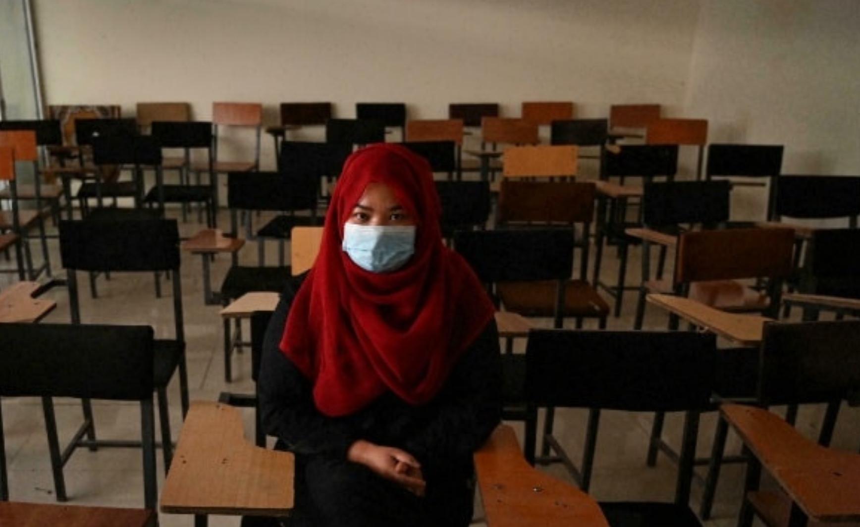 Universidades vacías en Kabul en el primer día de prohibición de clases mixtas