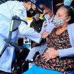 Coronavirus: Presidente de Guatemala vacunó él mismo a sus ciudadanos