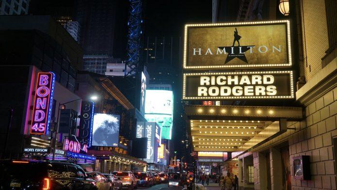 Broadway reabre después de 18 meses por la pandemia
