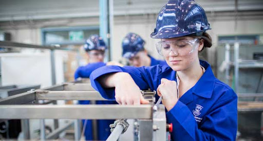 Conoce las 6 carreras de ingeniería y tecnología más demandadas en el mercado laboral