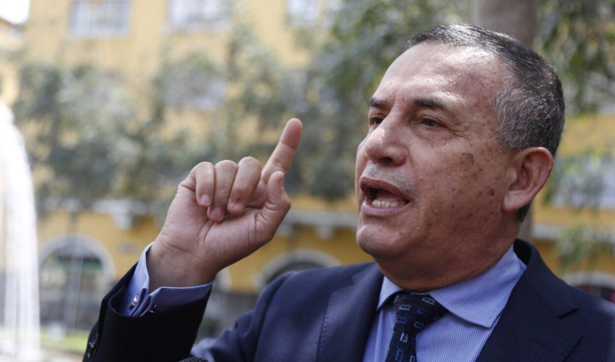 """Daniel Urresti arremete contra el Ejecutivo por la presencia de Tito Rojas en la PCM: """"Para navidad liberarán a Abimael Guzmán"""""""