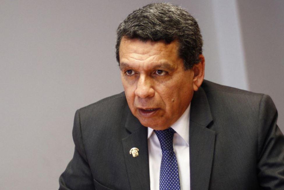 """Hernando Cevallos: """"Rusia tuvo la iniciativa de iniciar la fabricación del inmunizante en el Perú"""""""