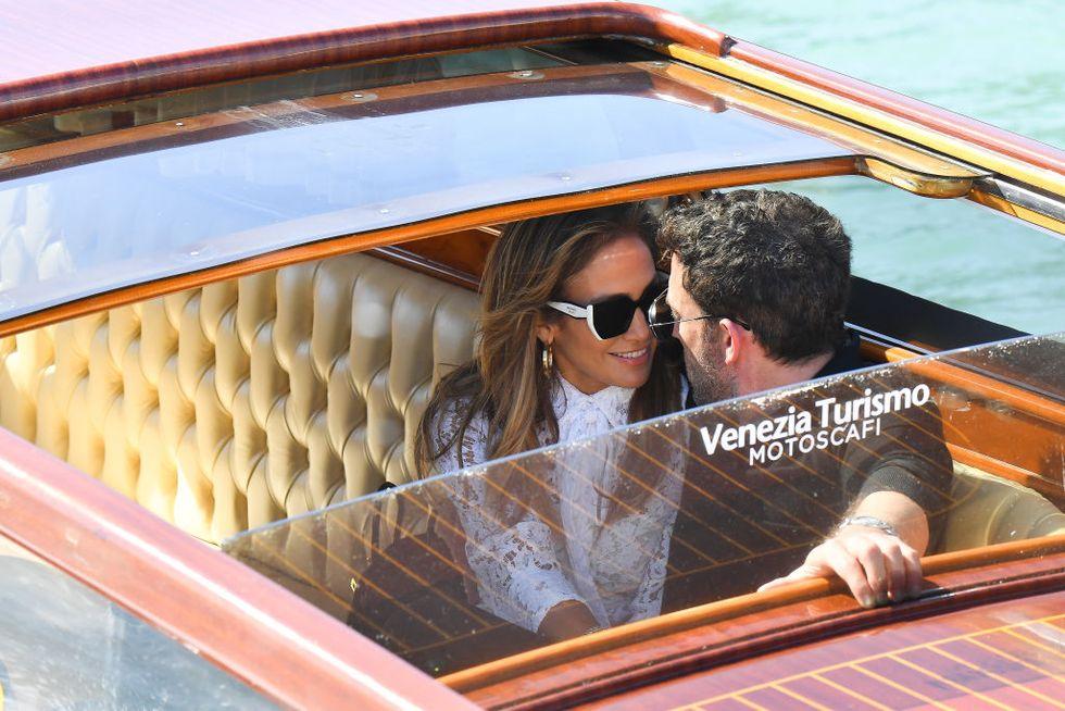 Jennifer López y Ben Affleck muestran su amor en Venecia