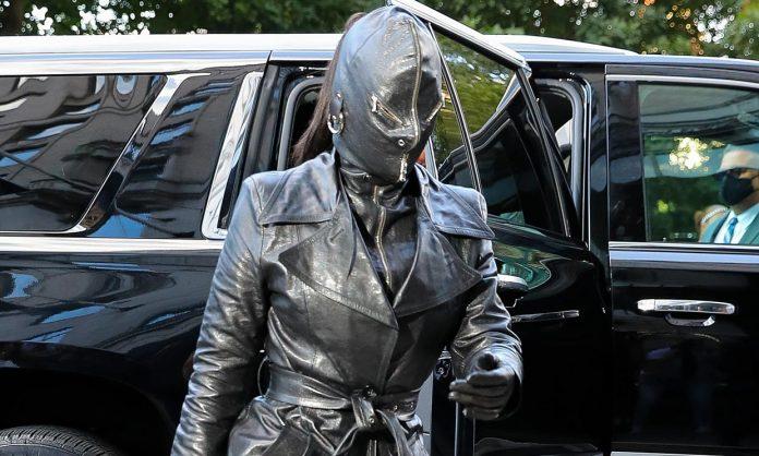Kim Kardashian lució un look dominatrix en Nueva York